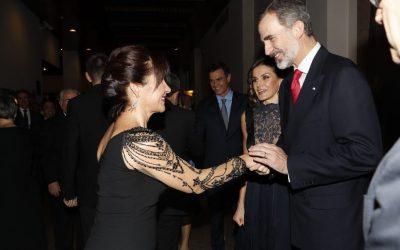Iluminada Pérez Frutos saludando al Rey de España